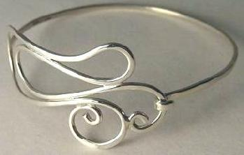 Narrow free form bracelet with hook
